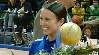 Rima Valentiene (LIETUVOS TELEKOMAS VILNIUS) with the Baltic League Trophy